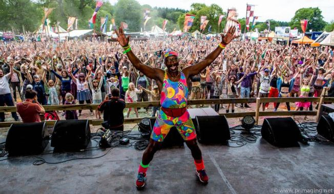 Mr Motivator - getting everyone revved up for the Saturday (photo - Peter Robinson)